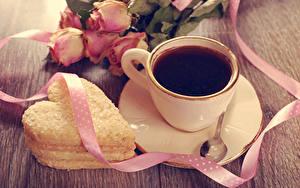 Картинки Кофе Печенье Розы Чашка Сердечко Ленточка Блюдце Ложка Продукты питания