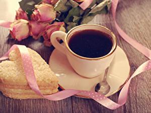 Картинки Кофе Печенье Розы Чашке Сердце Лента Блюдце Ложка Пища