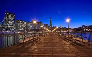 Фотография США Мосты Здания Сан-Франциско Ночь Скамейка Уличные фонари Забора город