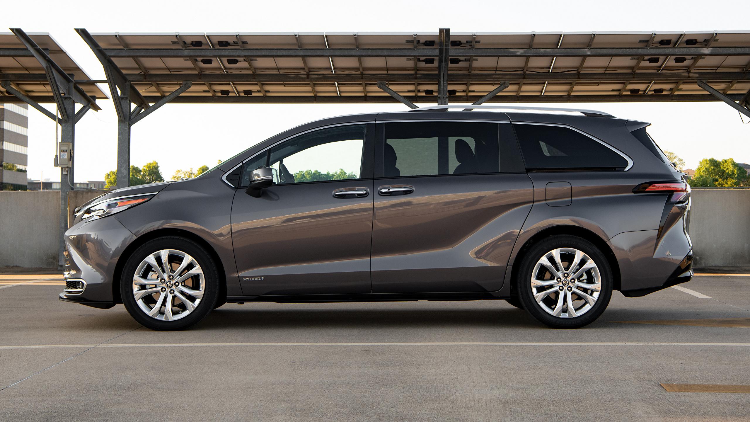 Картинки Toyota Универсал Sienna Platinum, 2020 серая Сбоку машины Металлик 2560x1440 Тойота Серый серые авто машина Автомобили автомобиль