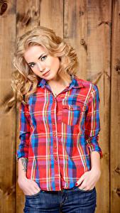 Фотография Блондинка Смотрит Рубашка Девушки
