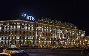 Картинки Россия Санкт-Петербург Здания Улица Ночные Уличные фонари Забор Nevsky prospect Города