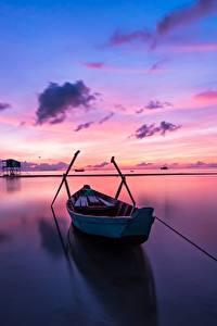 Картинка Рассветы и закаты Небо Лодки Отражение