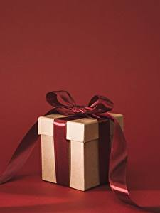 Картинка Подарки Коробка Бантик