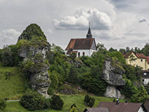 Фотографии Германия Здания Храмы Бавария Утес Hollfeld Города
