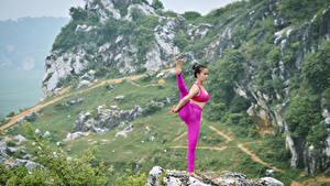 Фотографии Азиаты Йога Физическое упражнение Растягивается молодая женщина