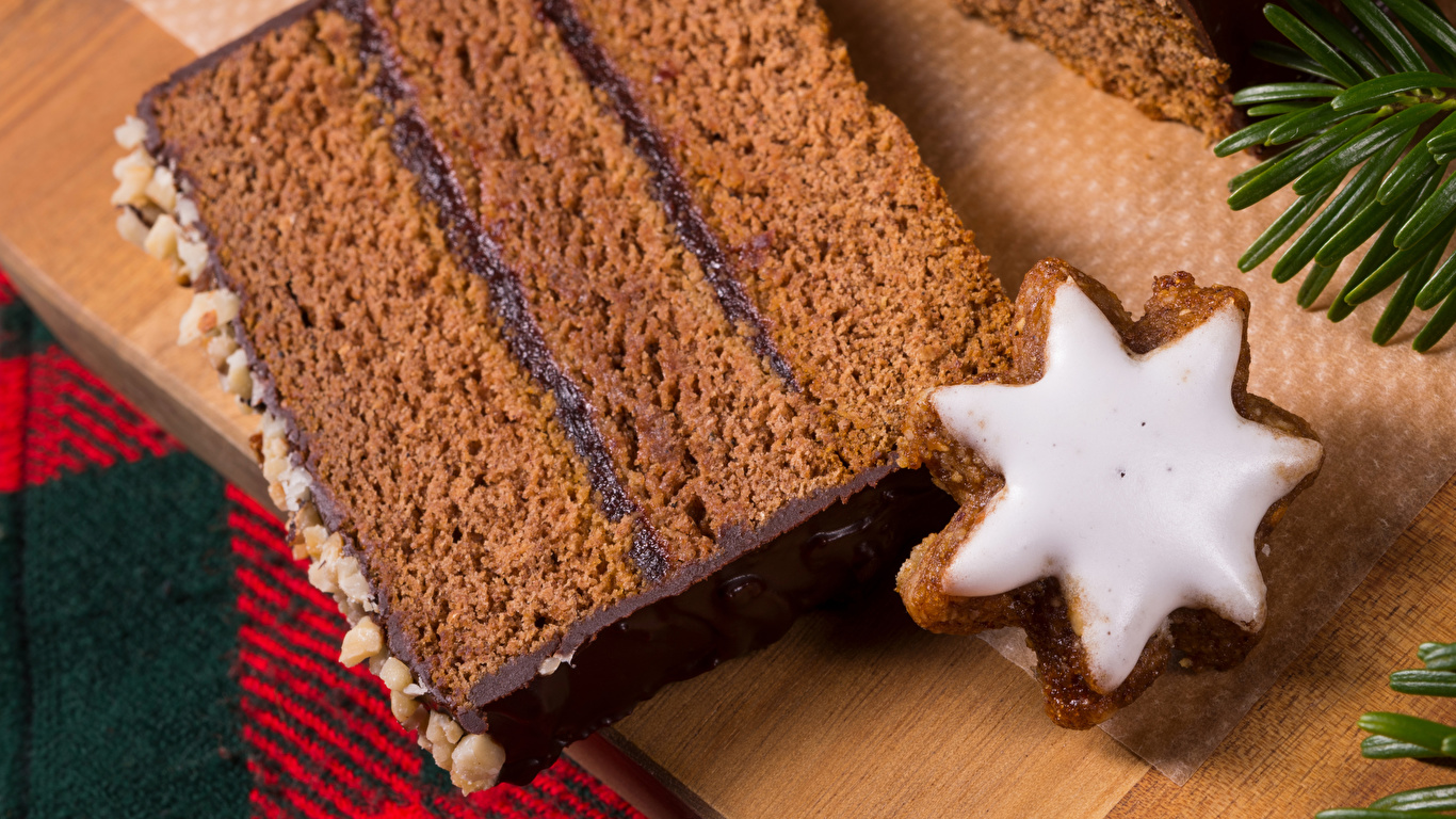 Картинка Новый год Шоколад Торты Кусок Пища Печенье Выпечка 1366x768 Рождество часть кусочки кусочек Еда Продукты питания