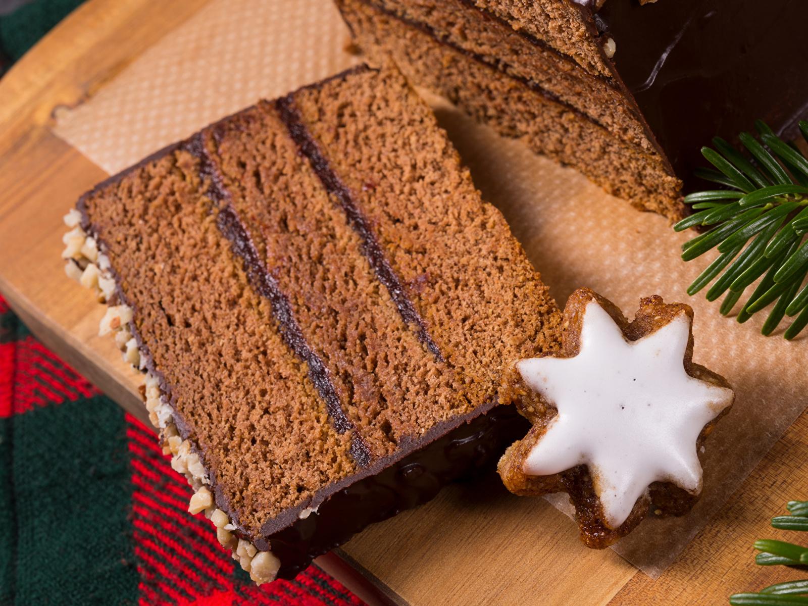 Картинка Новый год Шоколад Торты Кусок Пища Печенье Выпечка 1600x1200 Рождество часть кусочки кусочек Еда Продукты питания