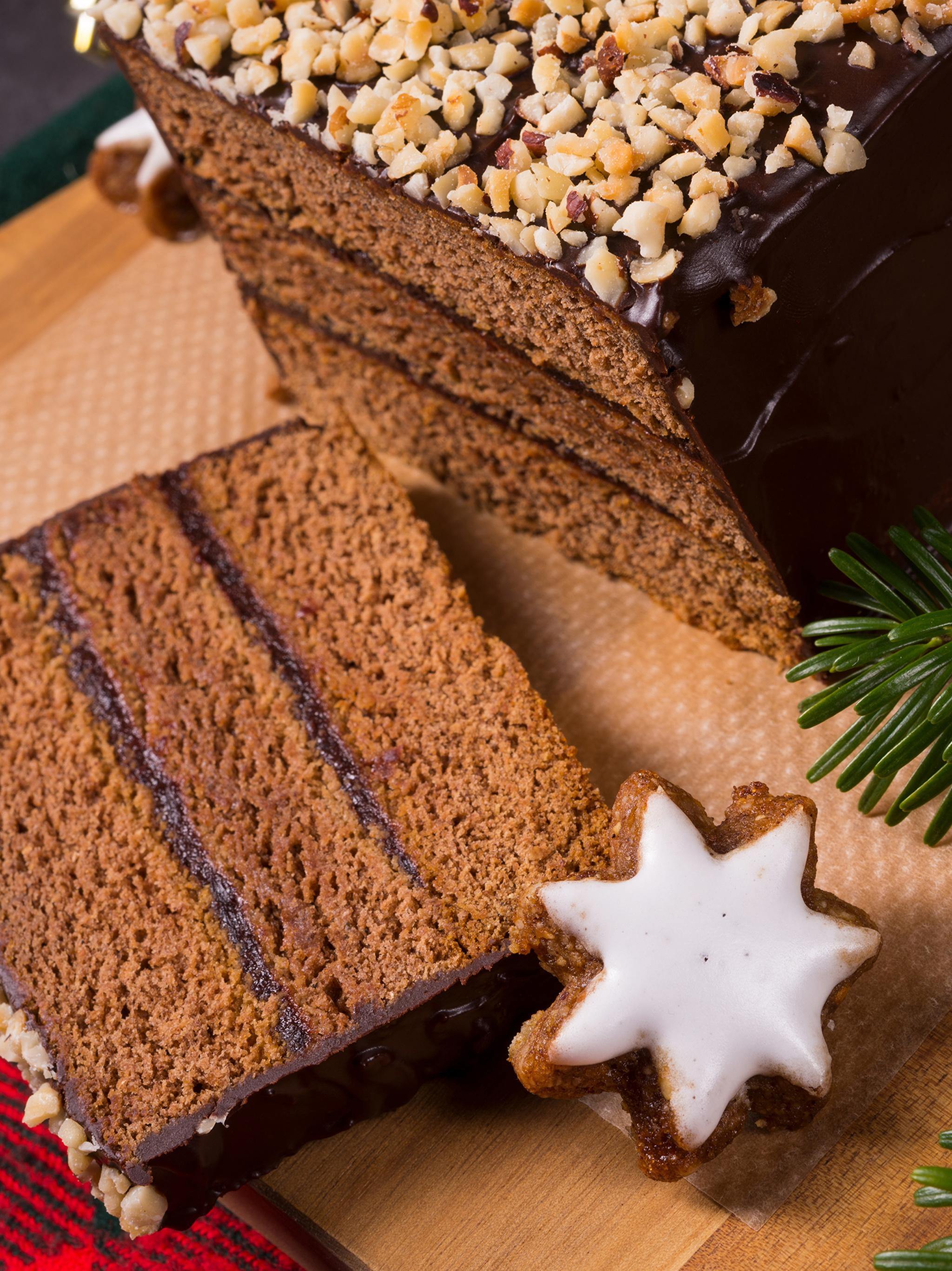 Картинка Новый год Шоколад Торты Кусок Пища Печенье Выпечка 2048x2732 Рождество часть Еда Продукты питания