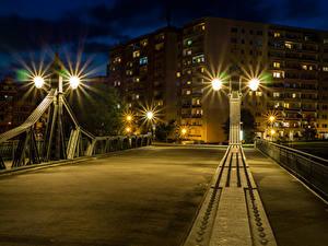 Фото Германия Дома Мосты Ночью Уличные фонари Забором Zwickau Города