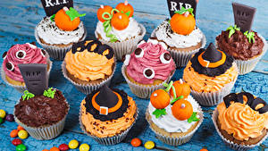 Фото Сладости Конфеты Пирожное Хеллоуин Капкейк кекс Дизайн Еда