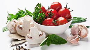 Обои Овощи Помидоры Грибы Чеснок Белым фоном Еда