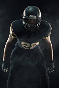 Картинка Американский футбол Мужчины Униформе В шлеме Спорт