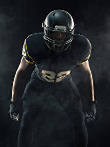 Картинка Американский футбол Мужчины Униформе В шлеме спортивная