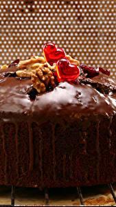 Картинки Выпечка Пирог Шоколад Орехи Сердце Пища