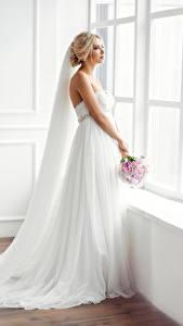 Обои Букеты Окно Невеста Платье Блондинка