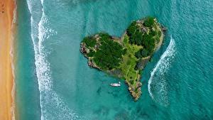 Картинки Остров Океан Море Сверху Сердца Природа