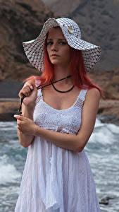 Фотография Piper Fawn Рыжие Платья Шляпе Взгляд молодая женщина