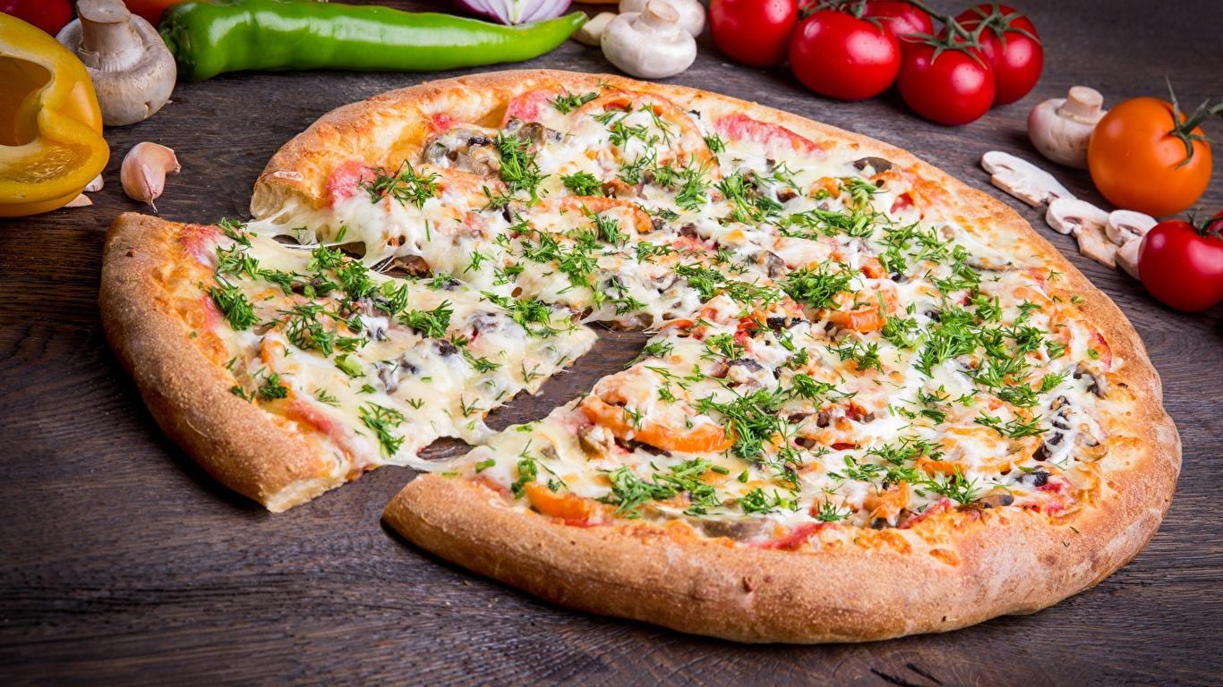 Обои Пицца Сыры Кусок Продукты питания 1366x768 часть Еда Пища