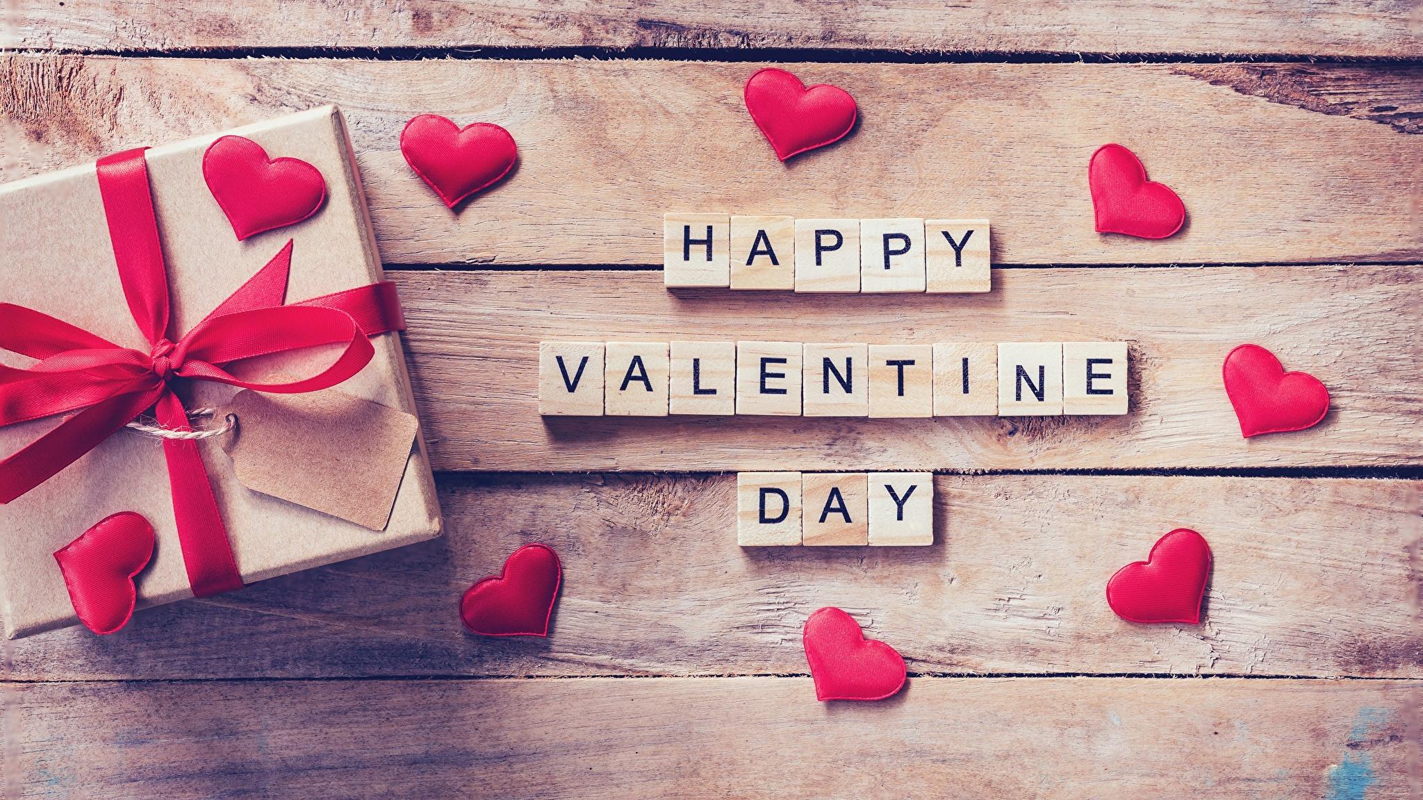 Картинка День святого Валентина Английский сердечко Подарки Доски 2048x1152 День всех влюблённых Сердце