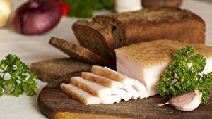 Картинки Хлеб Чеснок Сало Разделочной доске Нарезанные продукты