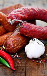 Фотографии Мясные продукты Колбаса Чеснок Перец Доски