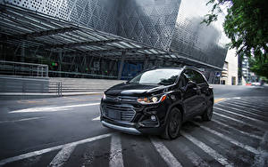 Фото Chevrolet Черные Металлик 2018 Trax Premier Midnight MX-spec Авто