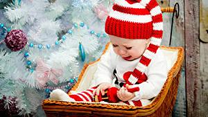 Обои Новый год Младенец Шапки ребёнок