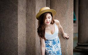 Картинки Азиаты Размытый фон Юбки Майке Вырез на платье Шляпы Шатенка Девушки