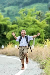 Фотография Дороги Азиаты Мальчики Шорты Бег Ребёнок