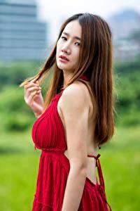 Фотография Азиаты Шатенки Платья Смотрят Боке