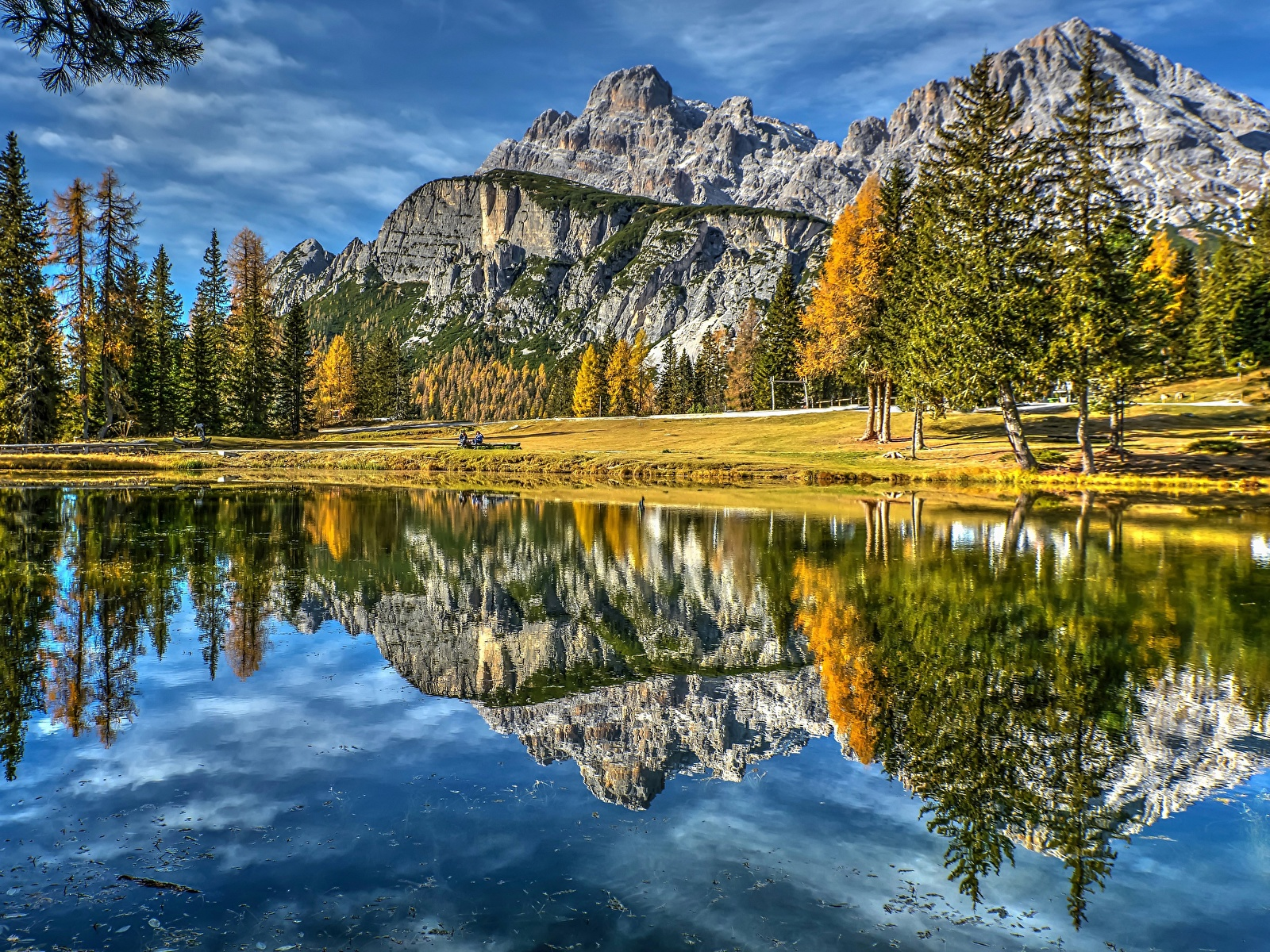 Фото Италия Dolomites Lake Antorno гора Природа Озеро Пейзаж отражается 1600x1200 Горы Отражение отражении