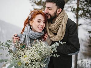 Картинка Любовь Мужчины 2 Счастье Улыбка Рыжая Шарф Девушки