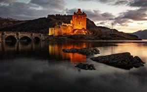 Картинка Мост Замки Вечер Шотландия Заливы Eilean Donan Castle, Kyle of Lochalsh Города