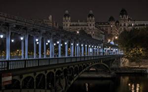 Картинки Франция Здания Мосты Реки Париж Ночные Уличные фонари город