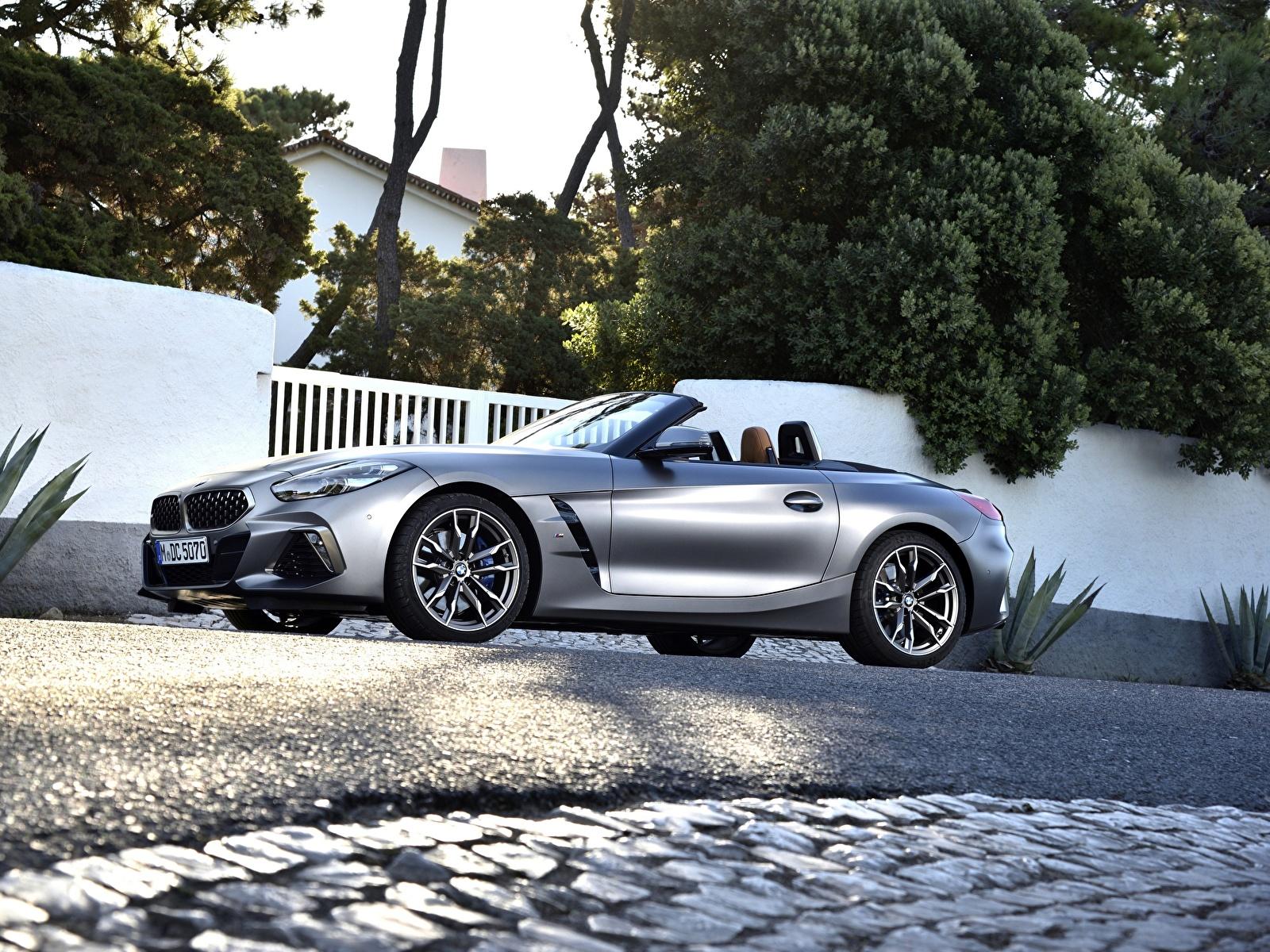Фотография BMW M40i Z4 2019 G29 Родстер серебряный Сбоку Автомобили 1600x1200 БМВ серебряная серебристая Серебристый Авто Машины