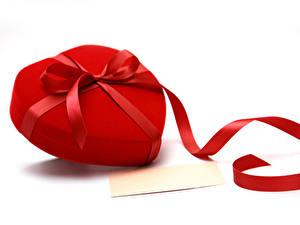 Фотографии День всех влюблённых Белым фоном Шаблон поздравительной открытки Сердца Подарки Бантик