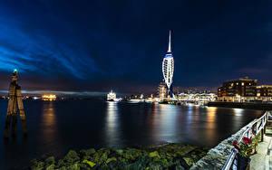 Картинка Англия Дома Речка Причалы Камни В ночи Portsmouth город