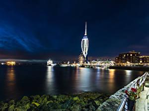 Картинка Англия Дома Речка Причалы Камни В ночи Portsmouth Города