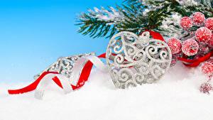 Фотография Рождество Ягоды Ветки Снег Сердечко Лента