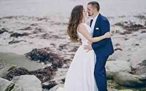 Картинки Любовь Вдвоем Жених Невесты Шатенки Платья Обнимаются