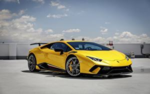 Фотография Ламборгини Желтых Performante Huracan машины