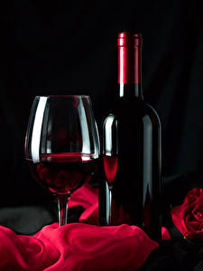 Картинки Вино Черный фон Бутылка Бокал Пища