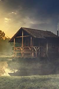 Картинка Озеро Здания Траве Тумане Из дерева Природа
