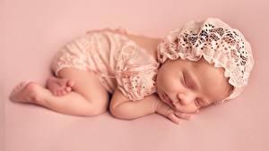 Картинка Спит Младенцы Цветной фон Дети