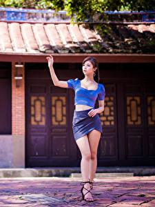 Обои Азиаты Ног Юбке Блузка молодая женщина