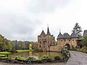Фотографии Германия Замки Пруд Дороги Кусты Burg Satzvey Mechernich город