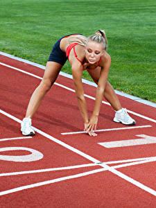 Картинка Руки Тренировка Старт Девушки Спорт