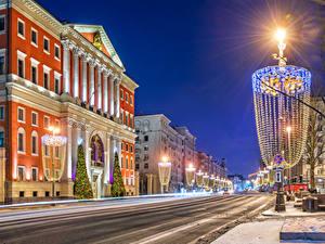 Фотография Москва Рождество Россия Дома Ночные Улица Уличные фонари Электрическая гирлянда Tverskaya street город