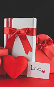 Картинки День святого Валентина Роза На черном фоне Сердечко Подарки Красные Бантик цветок